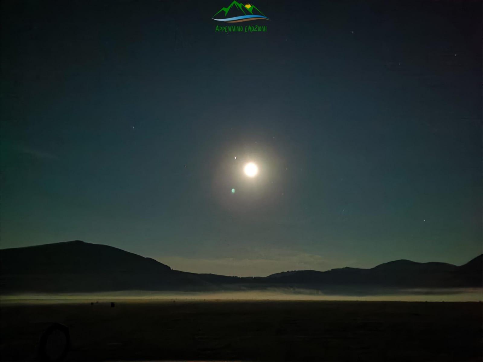 :. 21/ 08 – Escursione Spegni la torcia! Accendi la luna a Castelluccio